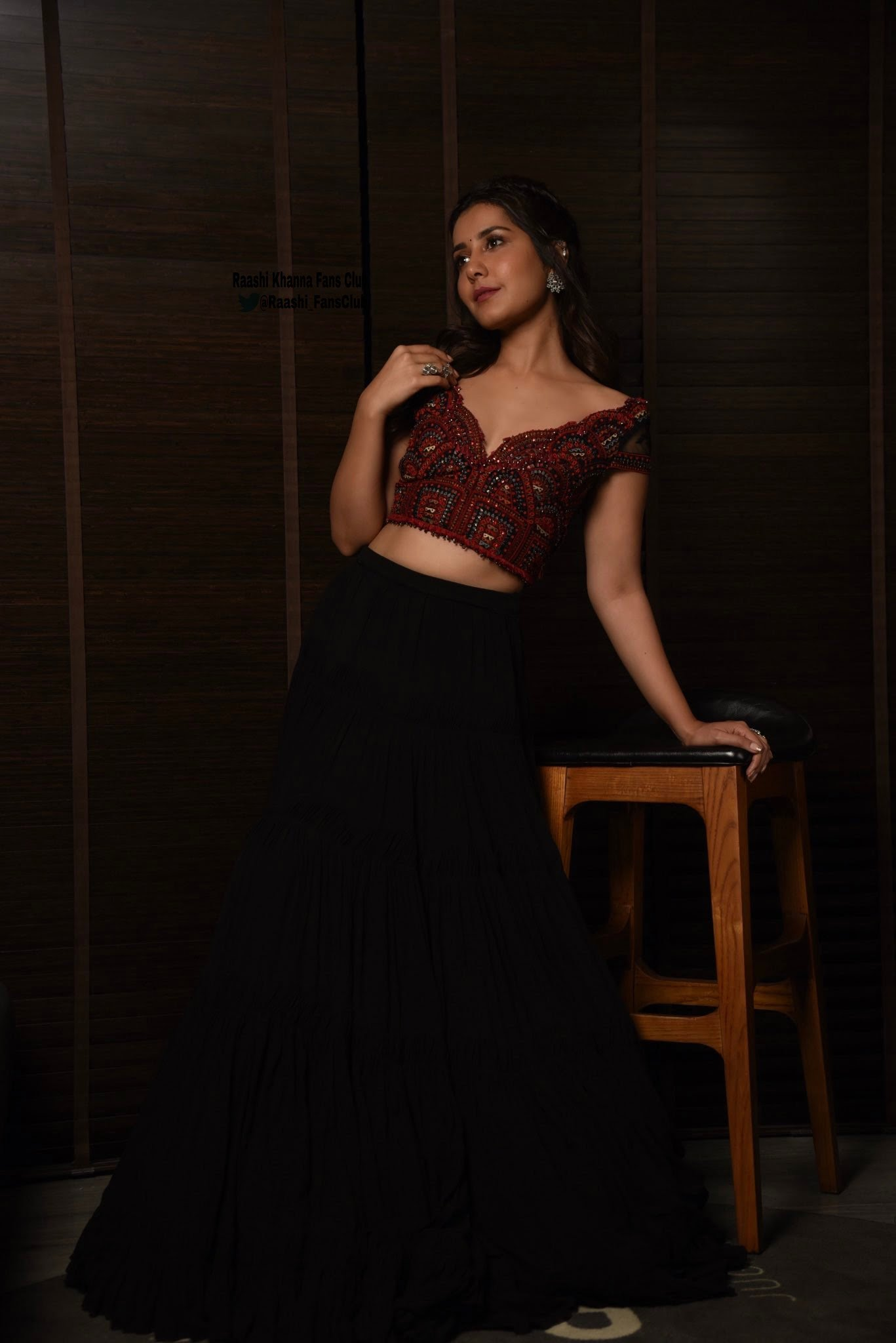 Raashi Khanna Beautiful Images