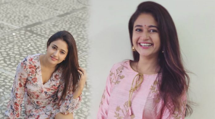 Poonam Bajwa Pink Dress Images