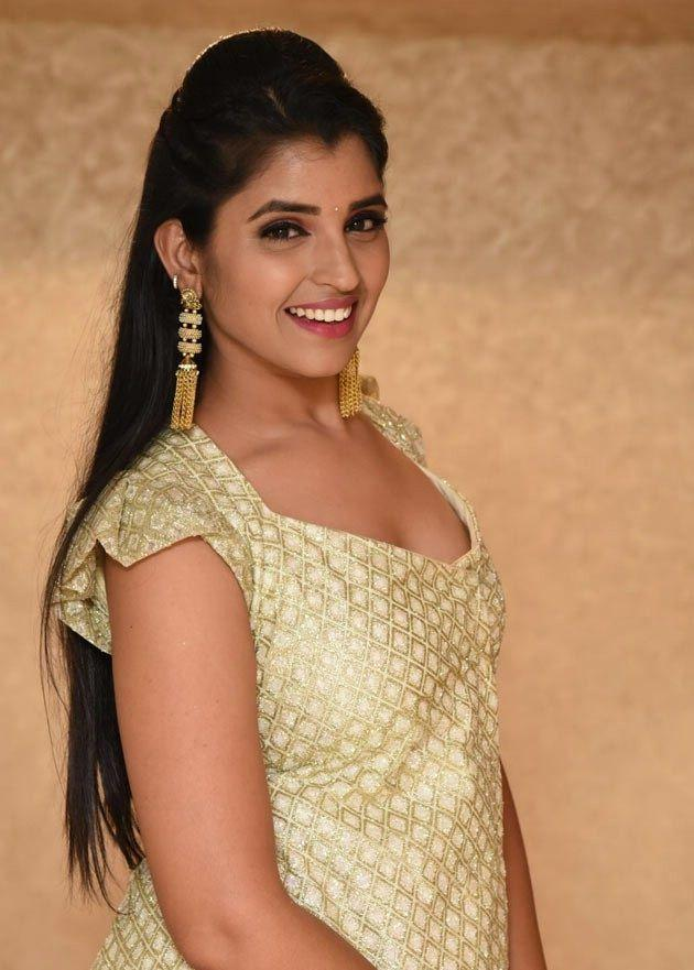 Shyamala Cute Looks