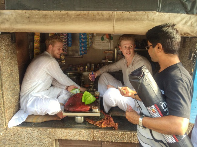 Why Foreigners Selling Pan in Mumbai : పాన్