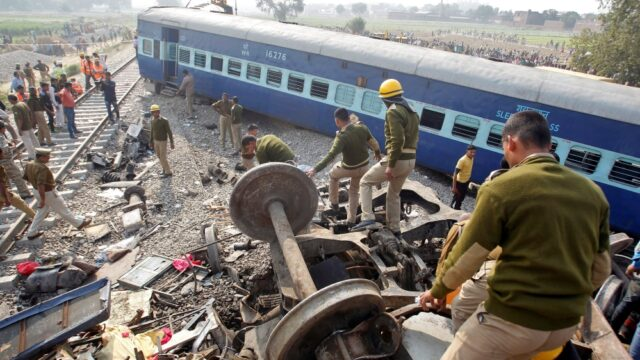How to Escape When Train Accidents Occurs : ట్రైన్స్