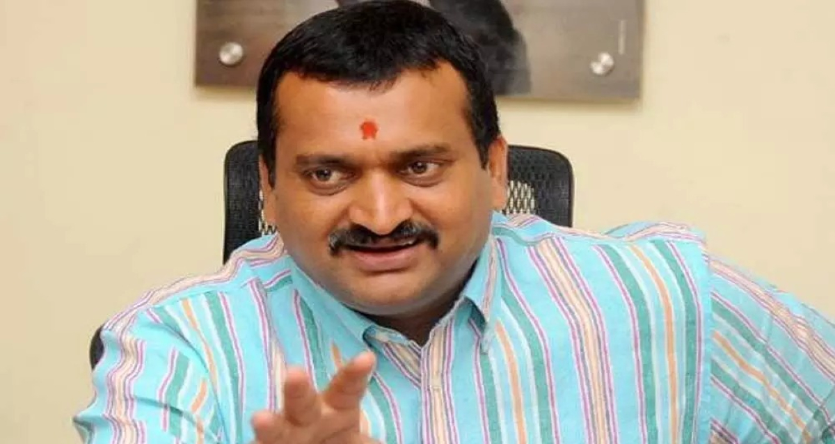 Bandla Ganesh Comments over Celebrities who criticised Sai Dharam Tej Accident