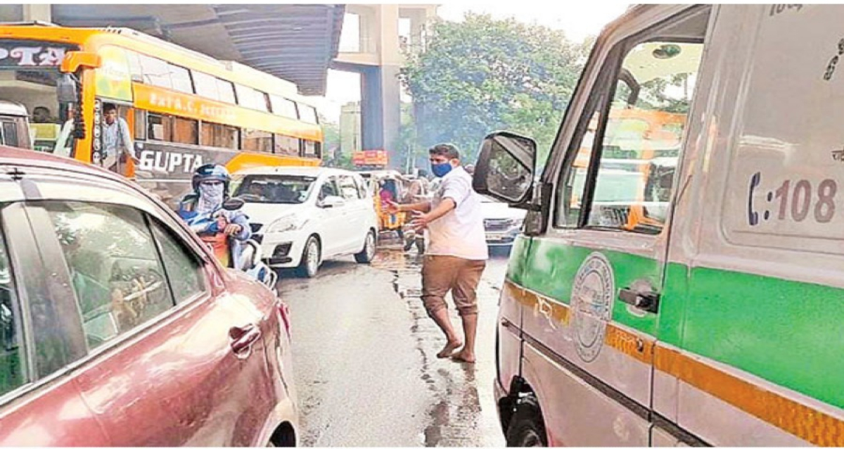 Home Guard Running to Give way to Ambulance in Hyderabad